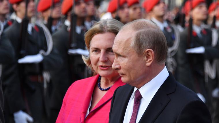 Lemondatnák az osztrák külügyminisztert, aki meghívta Putyint az esküvőjére
