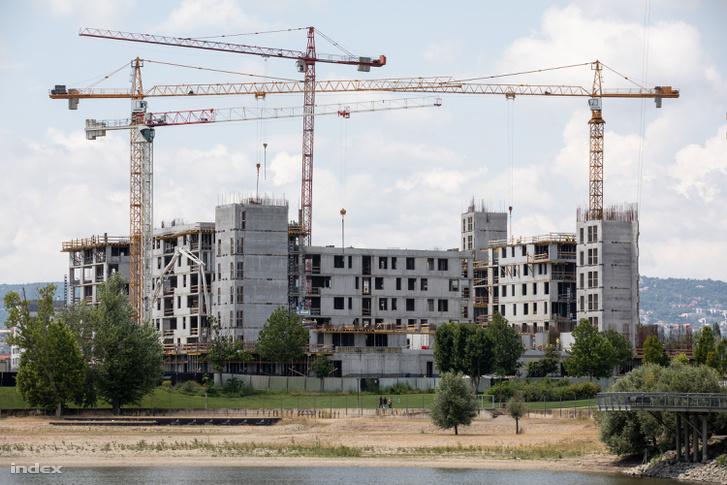 Építkezés a Kopaszi-gáton