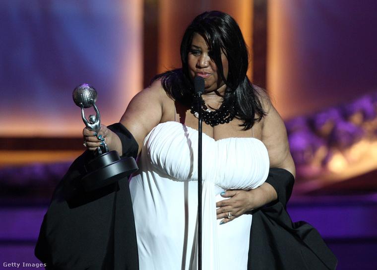 """Az énekesnő élete során 18 Grammy-díjat kapott, 2007-ben pedig elnyerte a legjobb eredeti filmbetétdalnak járó Golden Globe-díjat a """"Never Gonna Break My Faith"""" című számáért (Bobby Kennedy – A végzetes nap című film)."""