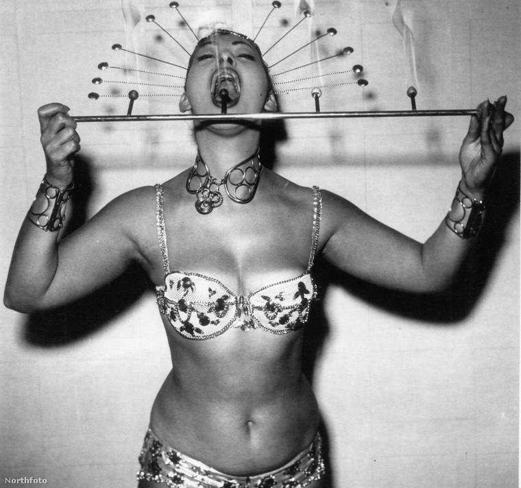 Ha eddig nem ismerte volna az '50-es évek, londoni tűznyelőinek a munkásságát, akkor itt a remek alkalom, hogy ez pótolhassa! Ebben a galériában ugyanis olyan nőket láthat, akik egykori a brit cirkuszi szcéna sztárjai voltak, nem véletlenül.