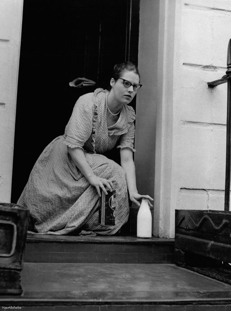 Ez pedig egy átlagos reggel volt Birt életében: a küszöbön egy üveg tej és némi benzin várta.