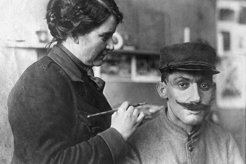 Az amerikai szobrásznő 1917-ben férjével Franciaországba költözött, ahol megismerkedett Francis Derwent Wooddal, a híres francia szobrásszal.