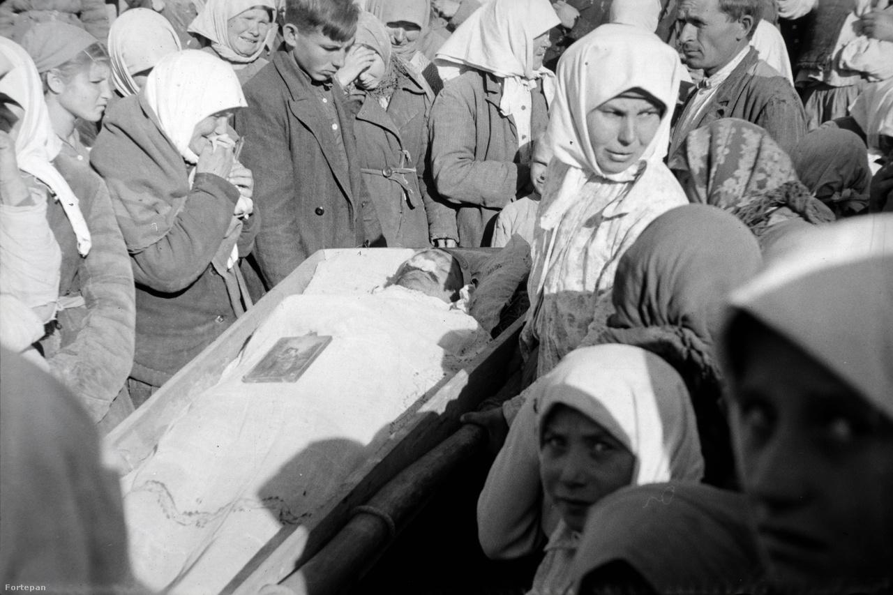 Miklós Lajos, ahogy mindig, most is Dorogra ment, de most megint el kellett hagynia az országot: újra a keleti frontra kerültek. Mivel a németek nem bírtak a Vörös hadsereggel, rugalmas visszavonulásra szorultak, az oroszok Németország felé zavarták őket. Miklós Lajost több társával együtt az ausztriai Linz városánál fogták el, négy évre szovjet hadifogságba került, előbb Szaratovba, majd Sztalinoba (a mai Gorlovka). Erről az időszakról sosem mesélt a lányának, csak annyit mondott, hogy bevagonozták őket, barakokban tartották őket, ahol rettentően hideg volt, és szinte alig ettek. Az oroszokat érthető okokból gyűlölte, és később azt sem engedte, hogy unokáját a lánya Ivánnak nevezze el. Márta még ma is bánja, hogy a háborús emlékeiről nem beszélgetett többet apjával.