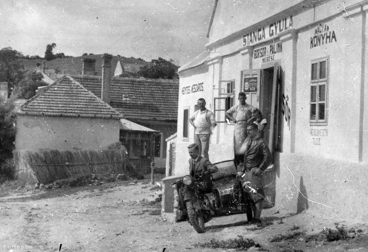 Az 1930-as fényképen a tihanyi Stanga ház látható, nevét a tulajdonosáról, Stanga Gyuláról kapta