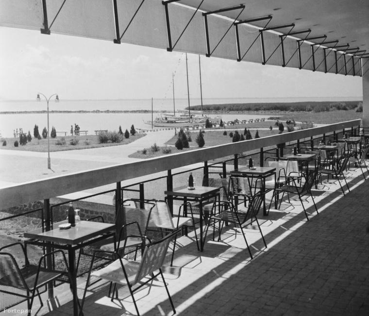 Semmi sörmárka bálnányi méretű logójával ellátott napernyő, vagy gagyi műanyagszék: ilyennek kellene lennie  egy letisztult, mégis látványos étteremterasznak