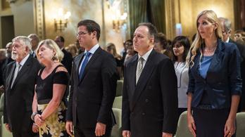 Bukott és volt fideszesek, Patyi András és Mága Zoltán is állami kitüntetést kapott
