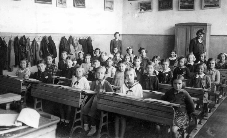 A századforduló táján, 1896-ban 79% volt az iskolát látogató gyermekek száma, 1913-ban pedig már 93%.