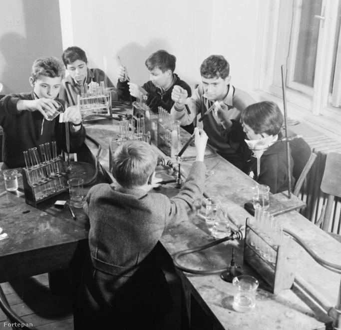 Általános iskolában sokaknak a kísérletezés volt a kedvence.