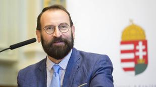 Szájer: Baloldali médiatúlsúly van Magyarországon