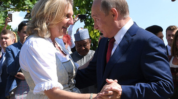 Putyin elment az osztrák külügyminiszter esküvőjére, és ha már ott volt, táncolt is egyet