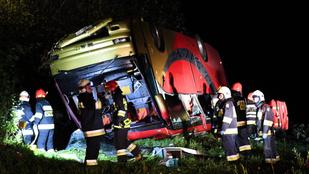 Lesodródott a domboldalról egy busz Lengyelországban, többen meghaltak