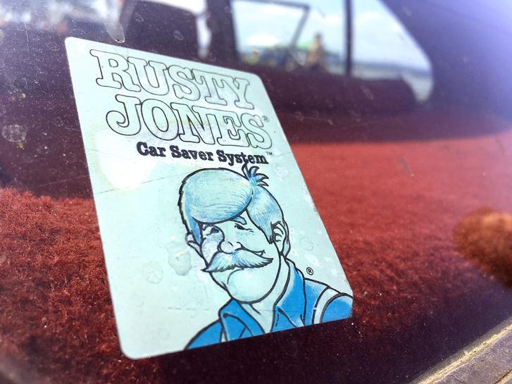 Akárhogy is, de úgy tűnik, Rusty Jones segített az öreg Omninak, hogy ne porladjon el az elmúlt kábé harminc év alatt