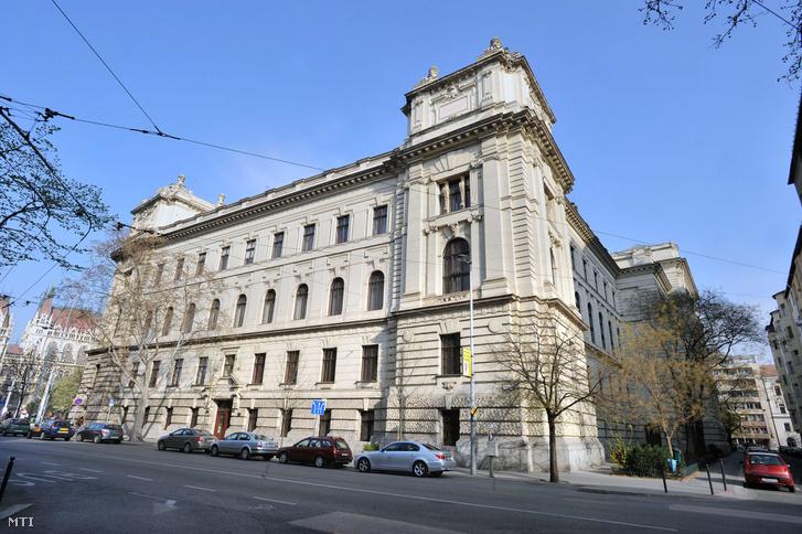 A Politikatörténeti Intézet épülete