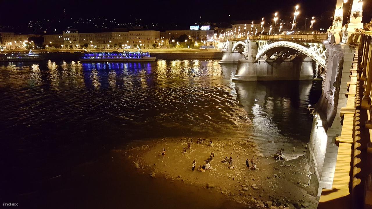 Este a Margit híd lábánál