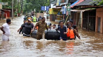 800 ezer ember vesztette el az otthonát Indiában