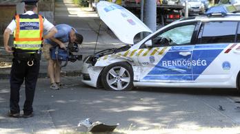 Rendőrautó ütközött Vácon