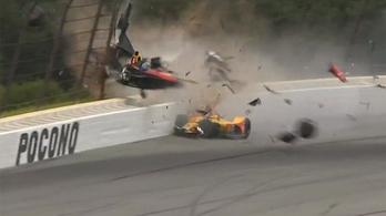 Az IndyCar-pilóta gerince is sérülhetett a horrorbukásban