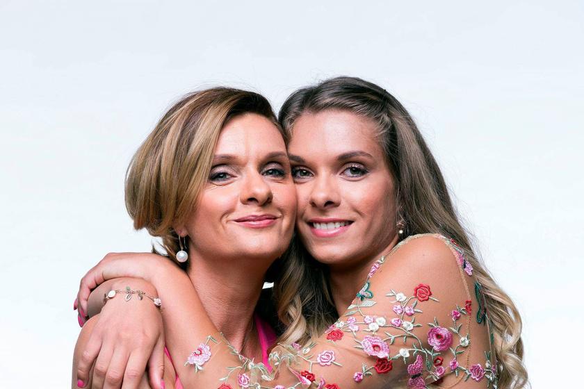 Anya és lánya között mindig nagyon szoros volt a kapcsolat. A fotókon is látszik a köztük lévő összhang.
