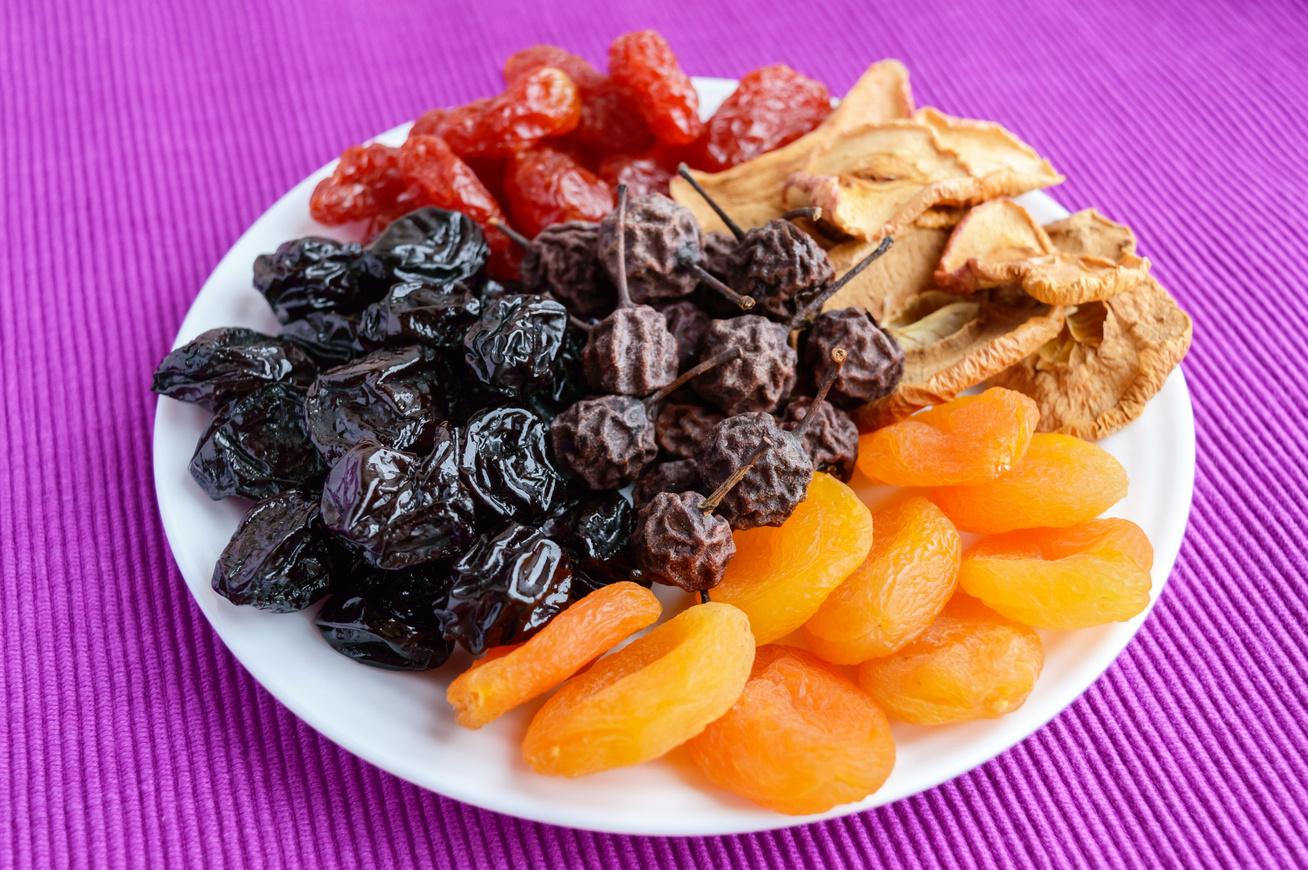 Aszalt gyümölcsök gép nélkül: egyszerű, és sokkal olcsóbb, mint a bolti