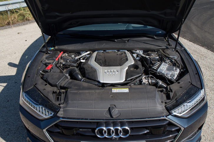 V6, 500 benzines newtonméter, 340 benzines ló