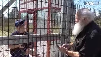Videóriport örökíti meg, hogy pattintották le a segélyező Iványiékat