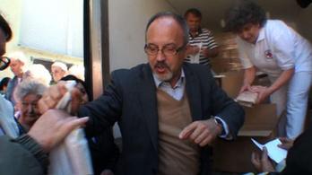 Halat osztott a népnek a miniszter