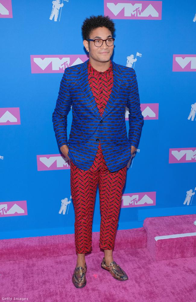 Bryce Vine énekes-rapper viszont szerintünk a legjobban öltözött férfi volt az egész gálán, pedig a bokavillantós trendért nem is feltétlenül rajongunk