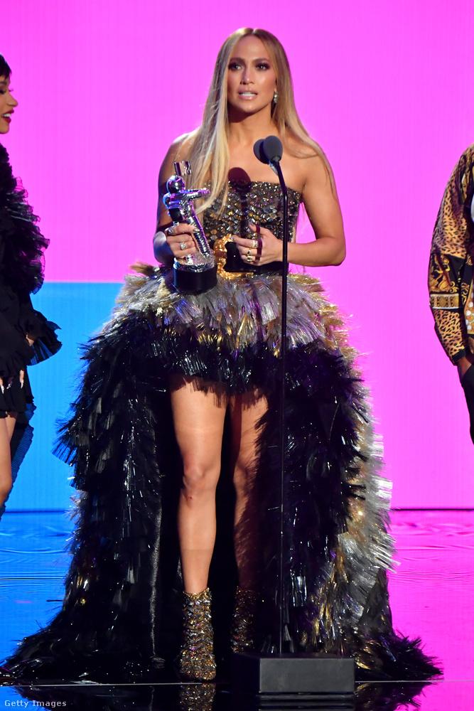Jennifer Lopez életműdíjat kapott a múlt este, és kb