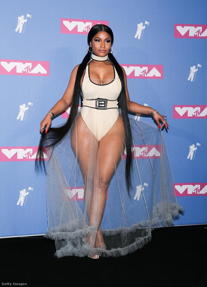 Nicki Minaj például erre az úszódresszre vett rá egy átlátszó zuhanyfüggönyt és kész