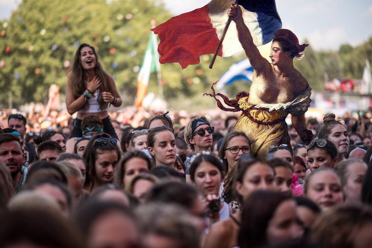 Delacroix szimbolikus alakja sem érkezett felkészületlenül a Flag Partyra