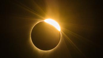 Amerika betépve nézte a napfogyatkozást