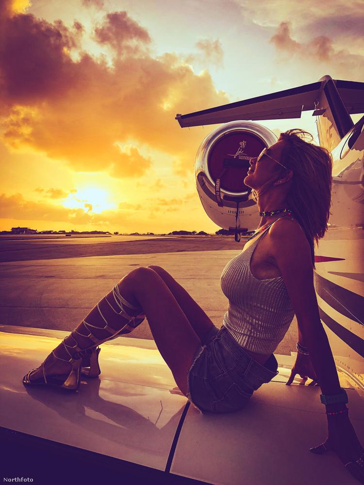 és jogtanácsosból pilótává képezi ki magát
