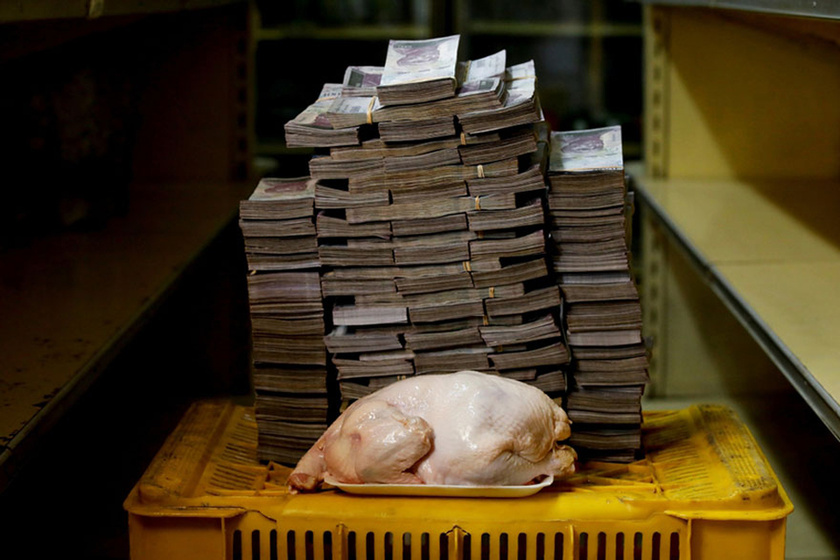 Egy 2,4 kilogrammos csirke 14,6 millió bolívarba kerül.