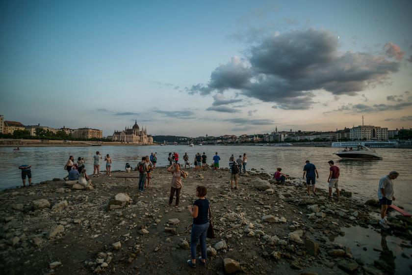 A kedd dél és szerda dél közötti 24 órában két centiméteres apadás volt. A budapesti Margit-sziget déli szigetcsúcsa alacsony vízállásnál járhatóvá válik.