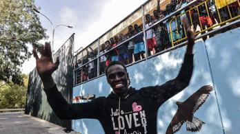 Újabb 116 menekült jutott át a határkerítésen Marokkóból spanyol területre