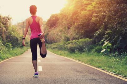 futás bemelegítés út utca sport mozgás
