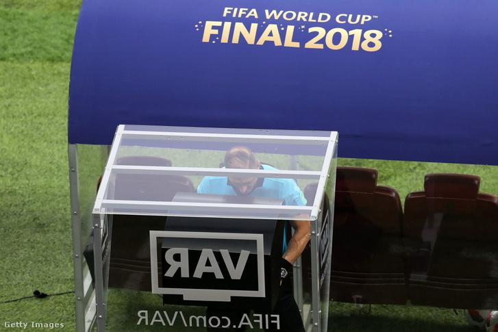 A VAR használat közben a 2018-as világbajnokságon