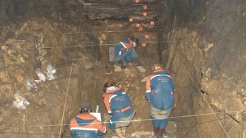 Félig neandervölgyi, félig gyenyiszovai volt az 50 ezer évvel ezelőtt élt barlangi kislány