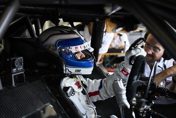 Alex Zanardi a BMW-autóban