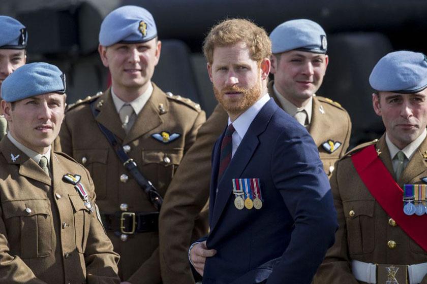 harry-herceg-katonákkal