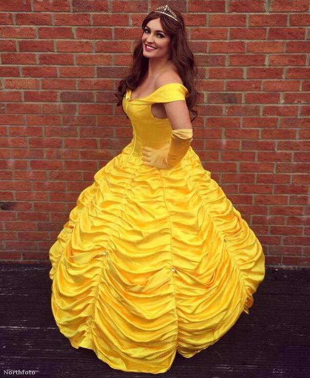 ...és Belle sem.Egyébként a ruháit is maga készíti, szóval, mikor nem buliban van vagy filmeket néz, akkor a megjelenését tökéletesíti