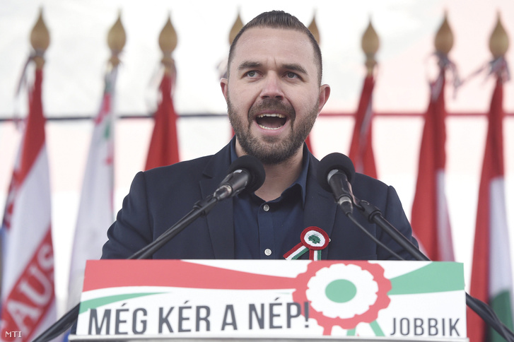 Fülöp Erik, Tiszavasvári polgármestere, a Jobbik alelnöke beszédet mond pártja megemlékezésén a budapesti Március 15. téren az 1848-49-es forradalom és szabadságharc 169. évfordulóján, 2017. március 15-én.
