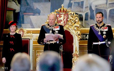 Szonja királyné,  V. Harold norvég király és Haakon trónörökös
