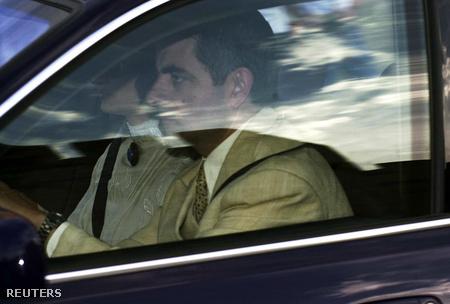 Mr. Bean 2009-ben ott volt Károly herceg és Camilla Parker esküvőjén és 2003-ban William herceg 21. születésnapi partiján is (képünkön ez utóbbira érkezik)