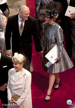 Zara Phillips, az előző képen látható Anna hercegnő lánya. A kopasz úriember Mike Tindall, Zara Phillips vőlegénye