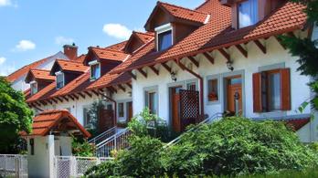 Alig van telek Budapesten családi háznak