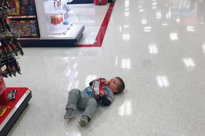 Éppen vásárolni voltak, amikor Harrison először felháborodott, és úgy döntött, akkor ő most itt letáborozik.