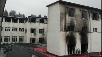 Kigyulladt egy kínai szálloda, legalább 18-an meghaltak