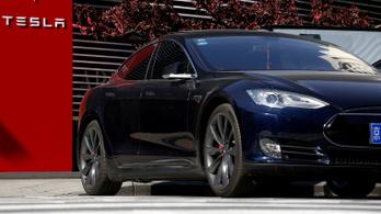 Mégis marad a tőzsdén a Tesla