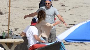 Vajon kit ölelget Leonardo DiCaprio a malibui strandon?